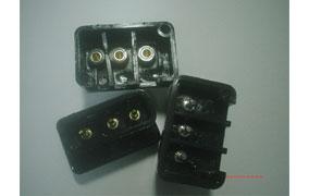 塑膠射出:馬達專用插座